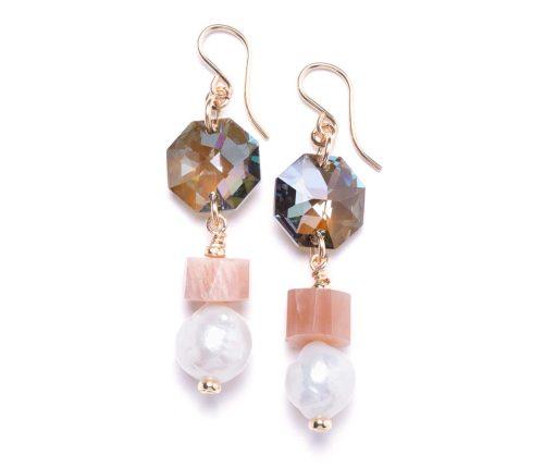 Maria Masella, boucles d'oreilles, cristaux Swarovski, rondelles de pierre de soleil, perles de culture d'eau douce
