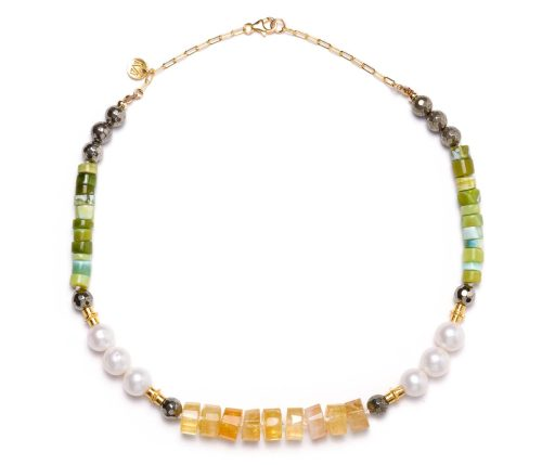 Maria Masella, collier, pyrite, opale verte, perles de culture d'eau douce, citrine, tubes en vermeil, enfilé sur fil de soie